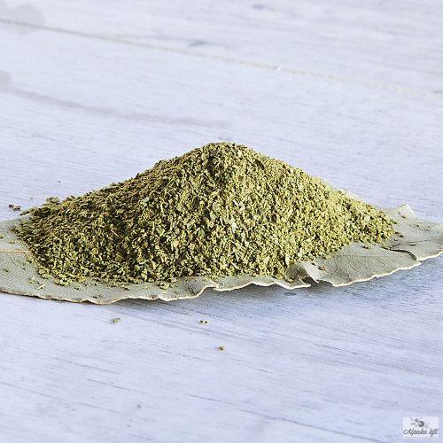 Az őrölt babérlevél a hüvelyesekből készült ételek egyik alapfűszere.
