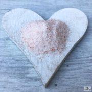 A Himalaya rózsaszín, finomszemcsés kősó enyhén édeskés ízzel rendelkezik.