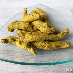 A telt, jellegzetes ízű és illatú kurkuma egészben is hazsnálható fűszerkülönlegesség.