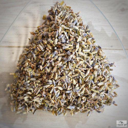 Az erőteljes aromájú levendula virág gyógynövényként és fűszernövényként is ismert.