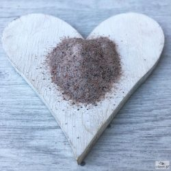 Himalayan black fine-grained rock salt is a salt that can also be used for cooking, pickling and as