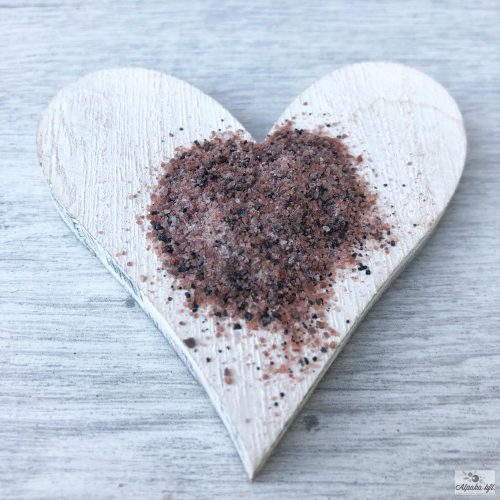 Kala Namak fine-grained rock salt is suitable for dishes of South-East Asian, Middle Eastern and Eur