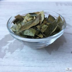 Fried curry leaf lend a delicious flavor to Far Eastern vegetable dishes.
