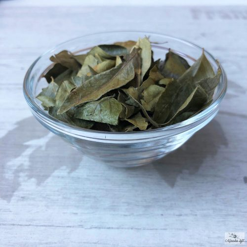 Dried curry leaves can also be used to flavor meat, fish, vegetable and lentil dishes.